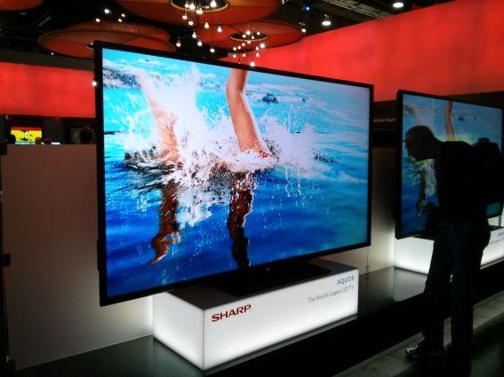 Le fabricant Sharp présentait ses nouveaux téléviseurs de très grande taille et extrêmement fins. Il a également présenté à nouveau son prototype 8K (huit fois la définition de la full HD) pour lequel seules quelques caméras hors de prix du groupe de télévision japonais NHK sont capables de fournir des images. Photo : F.Santrot/Metro
