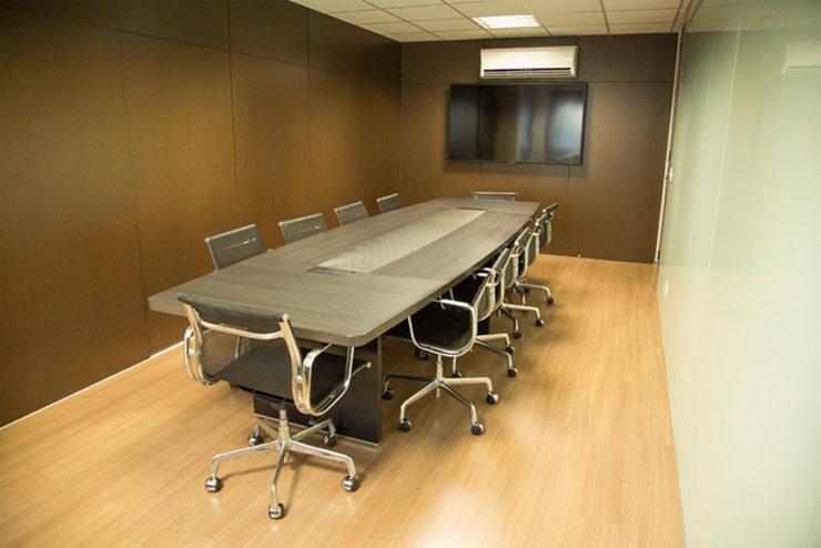 Câblage, distribution, intégration : comment équiper toute une salle de réunion avec les solutions e-Boxx ?