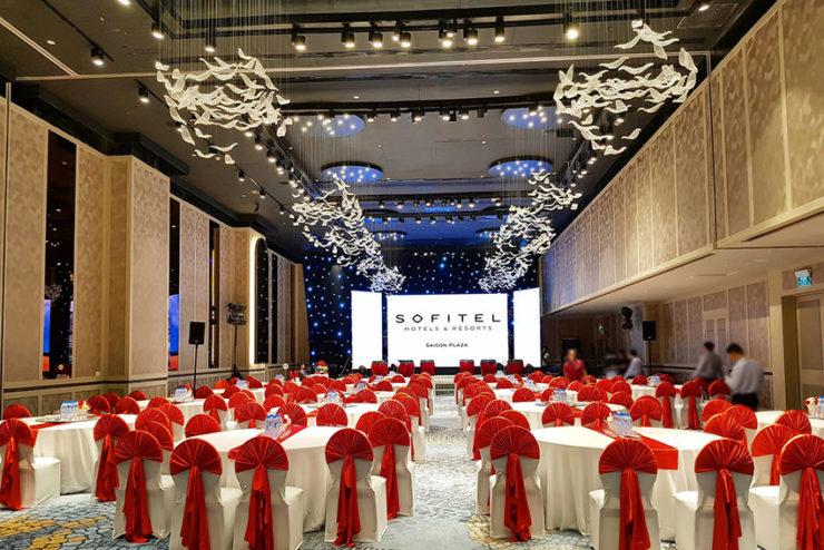 56 enceintes SpeakerCraft SC PRO pour le Sofitel Saigon Plaza au Vietnam