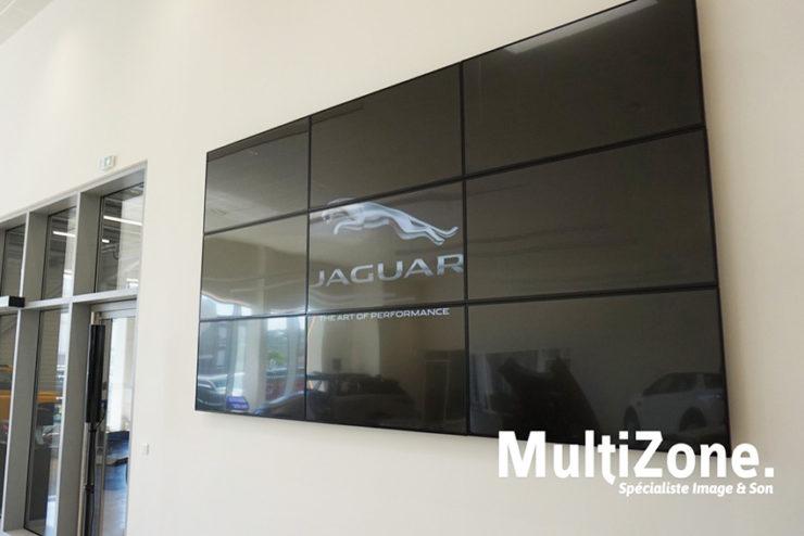 L'installation du mois : un mur d'images 3x3 à la concession Jaguar de Fréjus