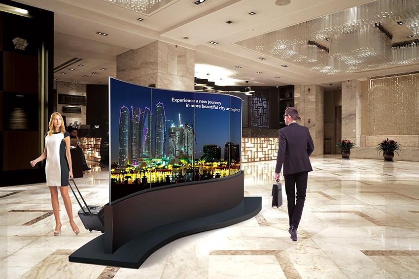 LG 65EE5C : un écran OLED double courbe pour informer et divertir avec style