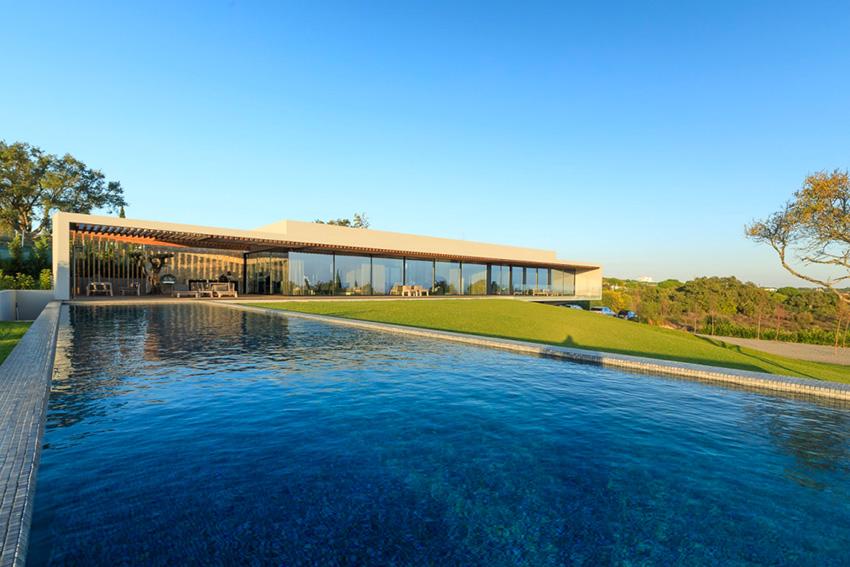 Une installation Elan exemplaire totalement intégrée dans une villa portugaise