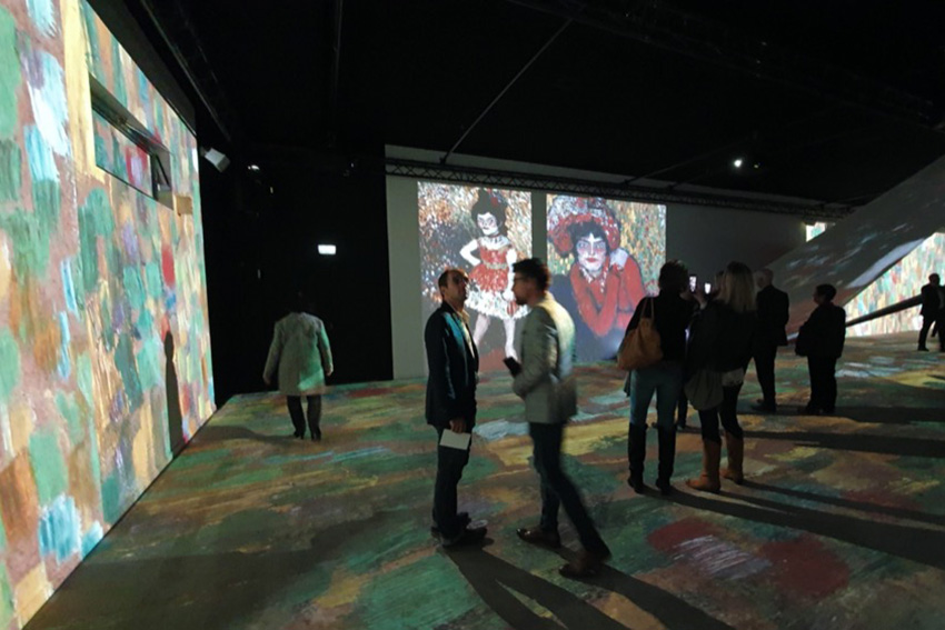 L'installation du mois : l'univers Picasso à la Sucrière de Lyon animé par des vidéoprojecteurs Christie