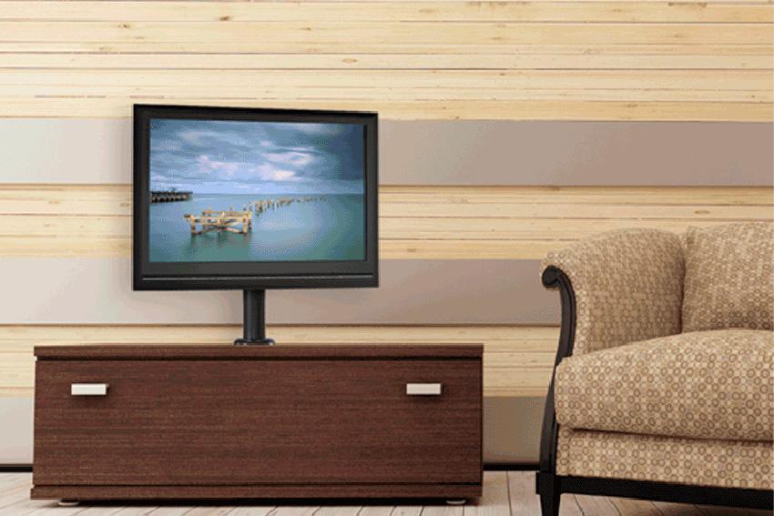 Trois supports Chief mono écran à fixer sur un meuble ou un bureau