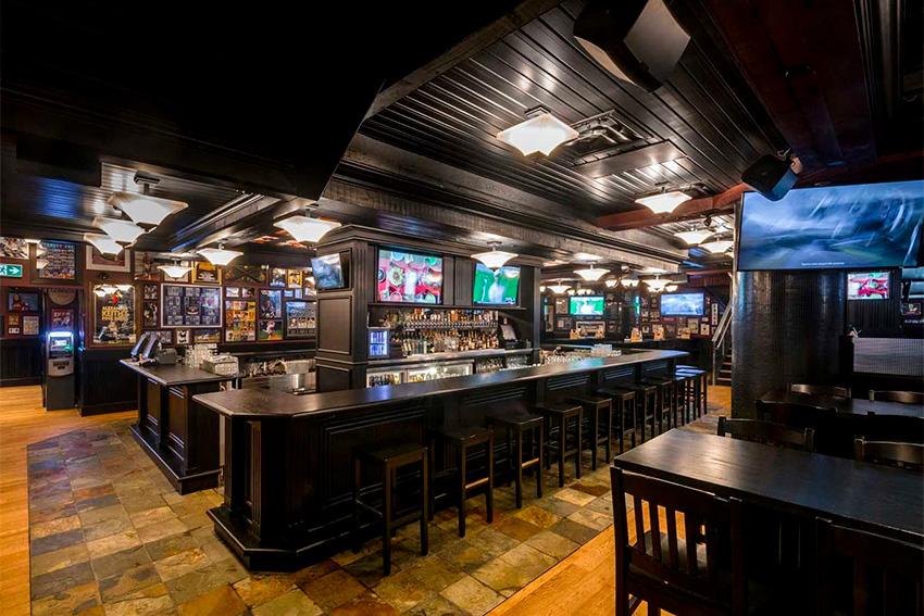 93 moniteurs avec vidéo sur IP dans un bar à Toronto grâce à MuxLab