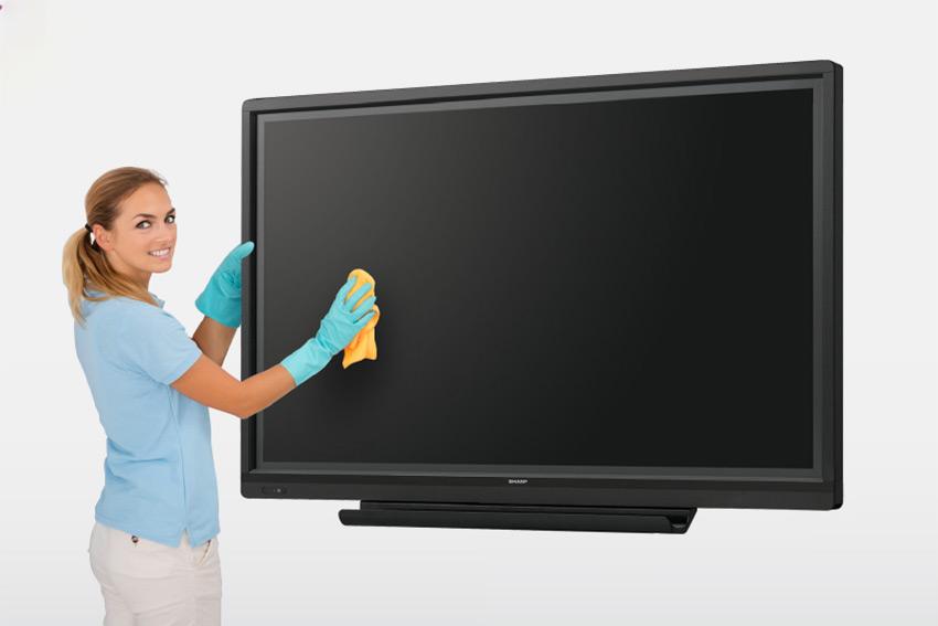 Sharp vous explique comment nettoyer correctement un moniteur tactile