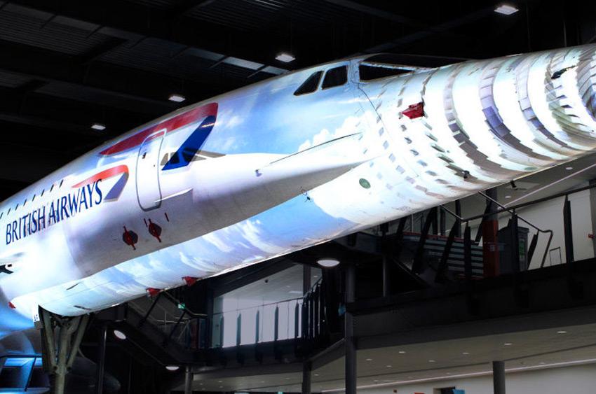 Du projection mapping sur le Concorde avec Christie