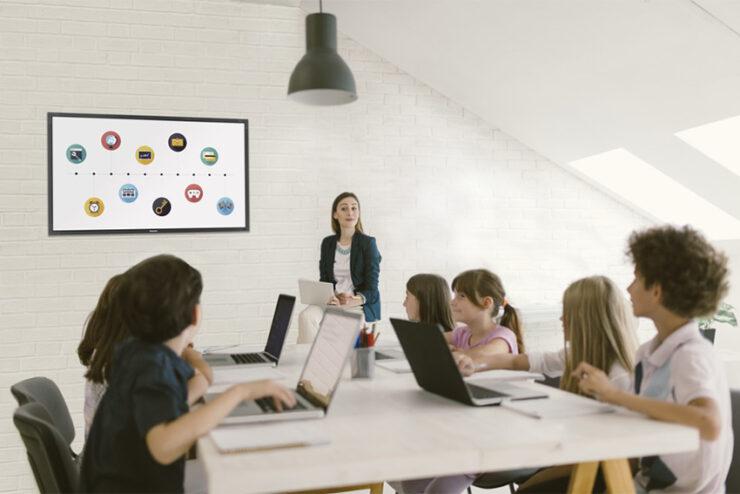 Philips T-Line : trois écrans tactiles collaboratifs taillés pour le monde de l'éducation