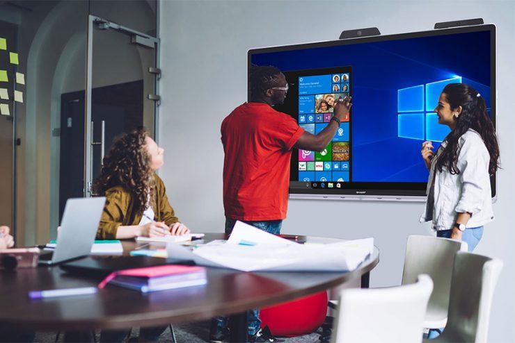 Windows Collaborative Display : l'écran tactile multi-utilisateurs pour salles de réunion selon Sharp