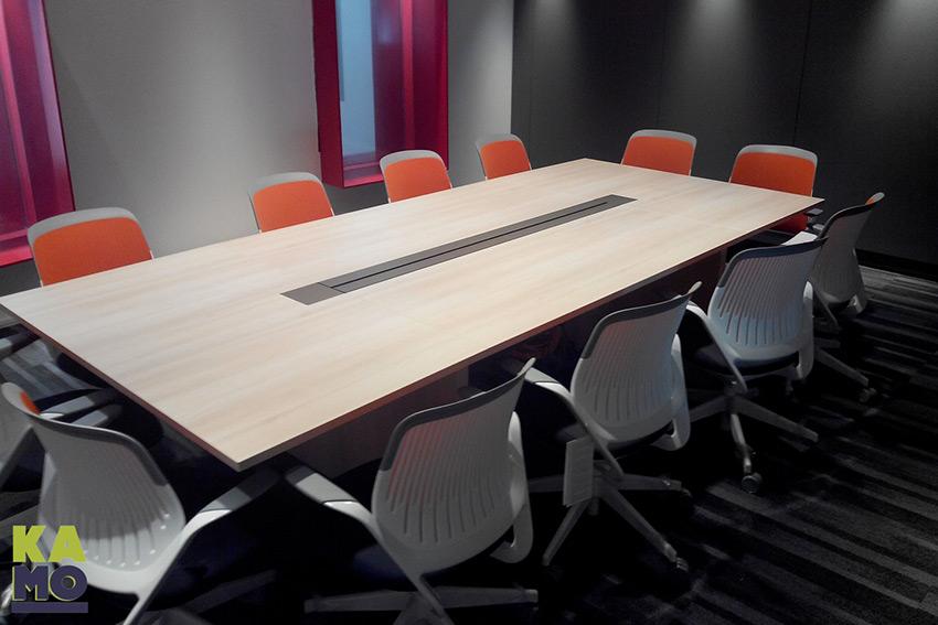 Les tables de réunion Kamo sont modulaires, modulables et totalement personnalisables