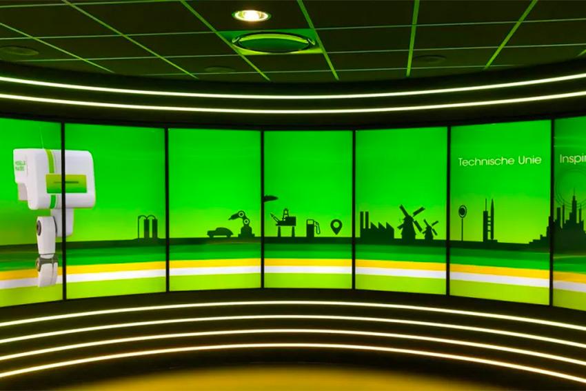 Un showroom futuriste chez un grossiste néerlandais grâce aux moniteurs Philips